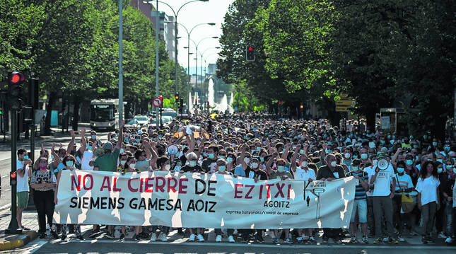 Cerca de 3.000 personas secundaron la manifestación por las calles de Pamplona exigiendo a Siemens  Gamesa que no cierre la planta de Aoiz.