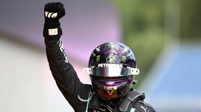 Lewis Hamilton celebra su victoria en el Gran Premio de Estiria.