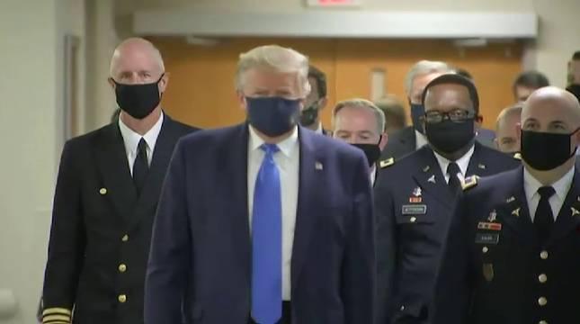 Vídeo: Donald Trump aparece por primera vez en público con mascarilla