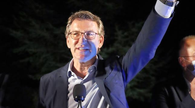 Foto del presidente de la Xunta, Alberto Núñez Feijóo, tras revalidar su cuarta mayoría absoluta.