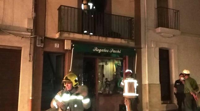 Bomberos en el incendio de Guadalupe.