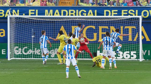 Momento en el que William José marca el 0-1 tras un saque de esquina.
