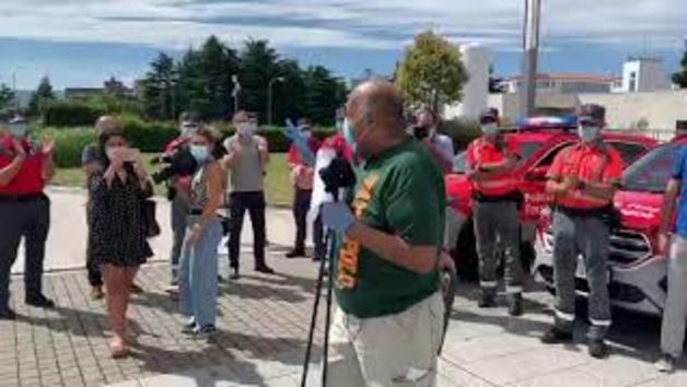 Vídeo: El policía foral Damián Roku-Epitie abandona el hospital