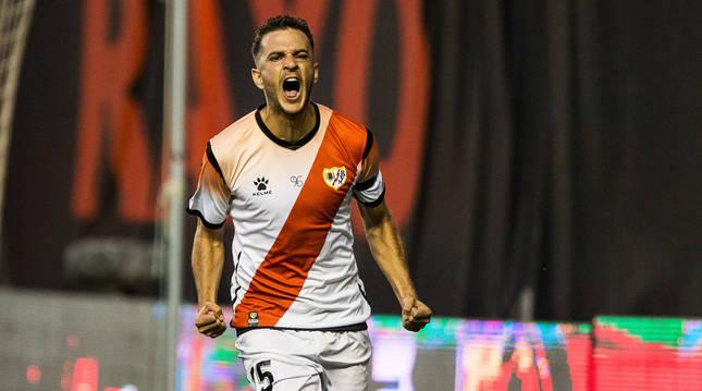 Juan Villar celebra un gol ante el Numancia el pasado 9 de julio en un partido disputado en Vallecas.