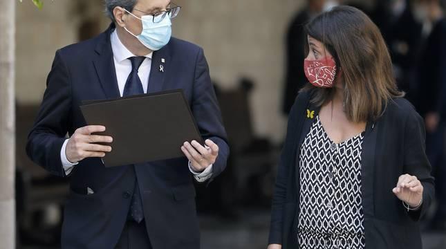 El presidente de la Generalitat, Quim Torra, acompañado por la consellera de la Presidencia, Meritxell Budó.