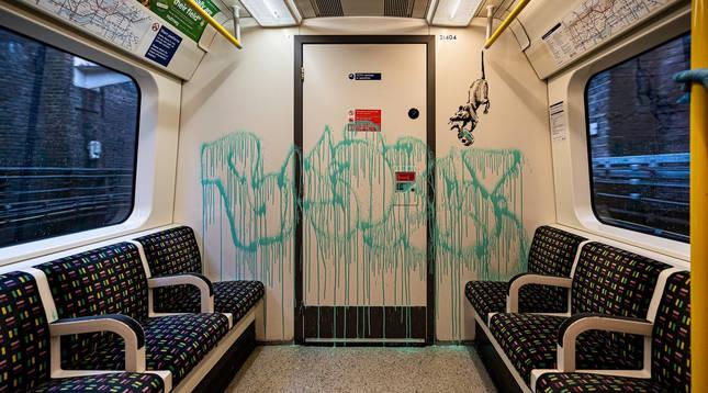 Imagen de la última intervención de Banksy en el interior del metro de Londres.