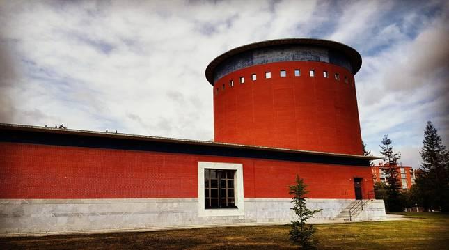 Vista panorámica del edificio que alberga el Planetario de Pamplona
