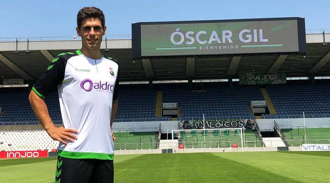 Presentación del defensa navarro Oscar Gil como jugador del Racing de Santander.