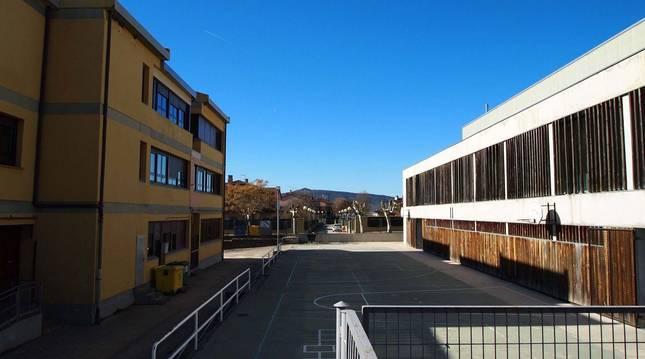 Colegio e instituto San Miguel de Aoiz.