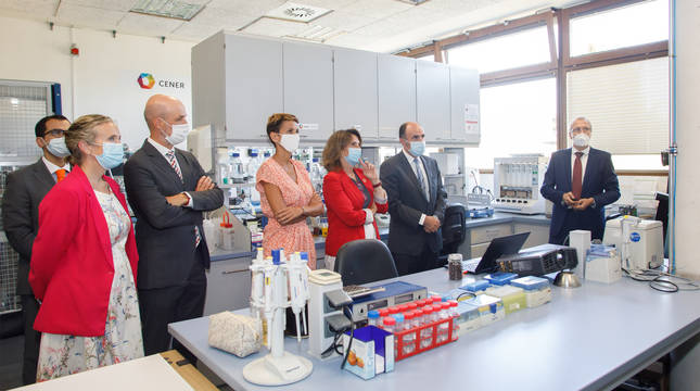 Un momento de la visita de la ministra Ribera a los laboratorios de CENER.