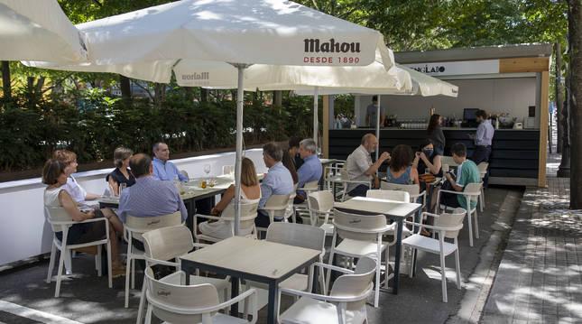 Foto de una de las nuevas terrazas instalada en el Paseo de Sarasate de Pamplona, el pasado domingo.