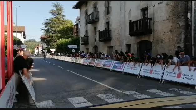 Imagen de la llegada a la meta de la ganadora de la primera etapa de la Navarra Women's Elite Classics