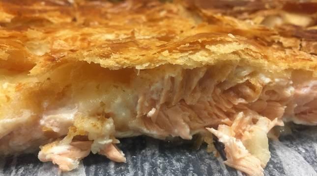 Foto de salmón hojaldrado.