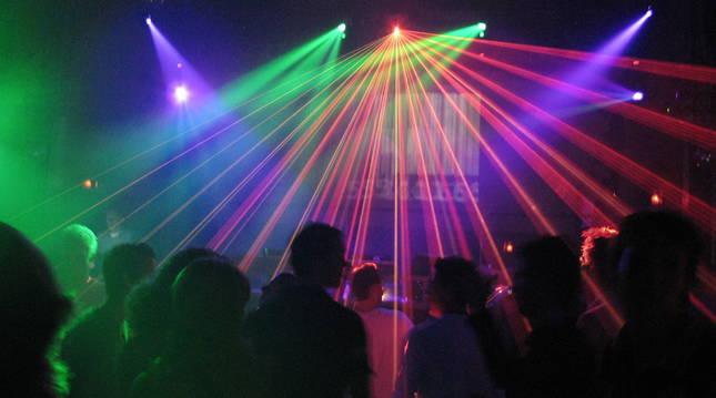 Foto de jóvenes en el interior de una discoteca, en una imagen de archivo.