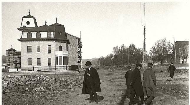 Foto del chalet de Martinicorena recién estrenado, en abril de 1923.