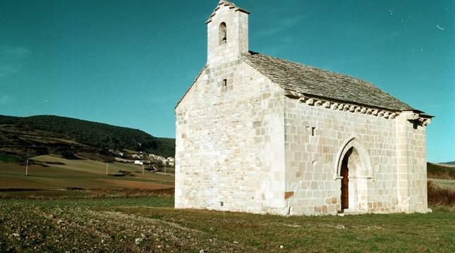 Foto d ela ermita de Santa Catalina de Alejandría, en Azcona, localidad de Tierra Estella.