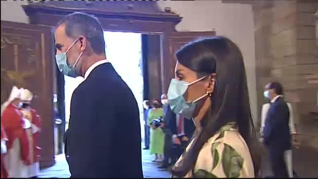 Los Reyes presiden la ofrenda al Apóstol Santiago en el día grande de Galicia