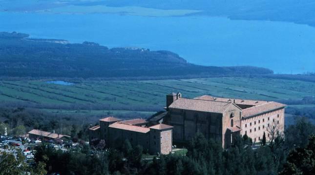 Foto aérea del monasterio de Leyre.