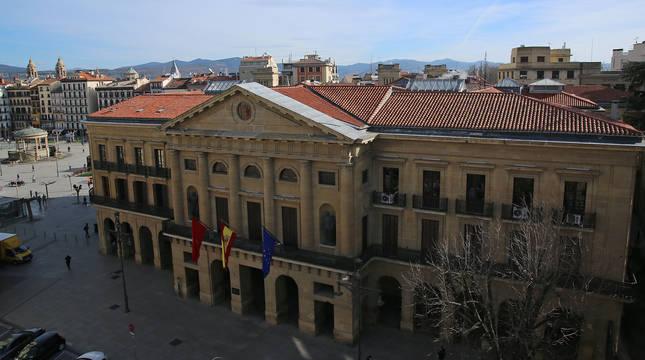 Vista aérea de la sede del Gobierno Foral, desde el Paseo de Sarasate de Pamplona.