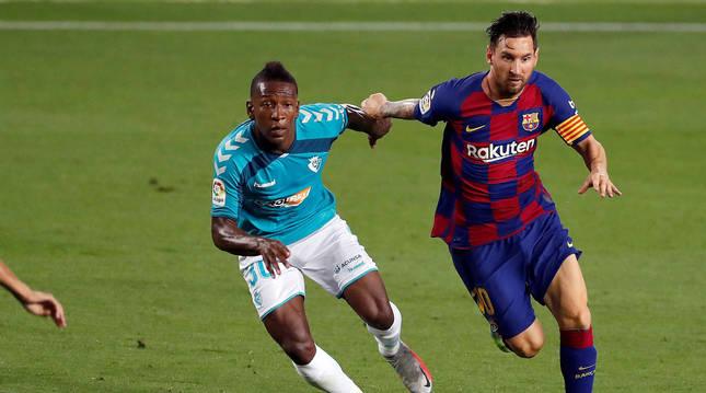 Estupiñán, el rojillo más usado por Jagoba, con Messi, en la gran victoria en el Camp Nou, el pasado día 16.