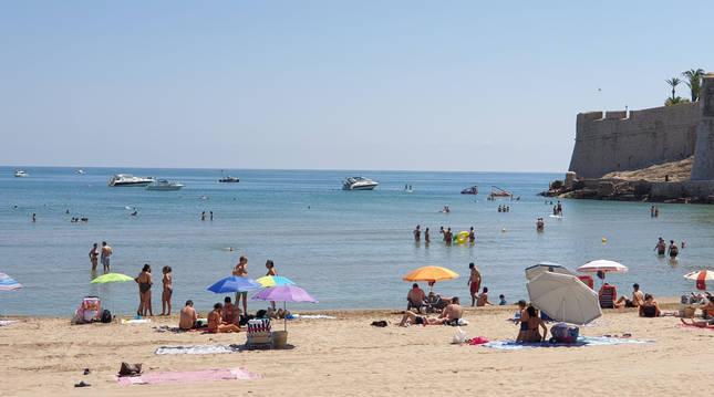 Playa de Peñíscola (Castellón), uno de los destinos más solicitados tradicionalmente por familias navarras para veranear.