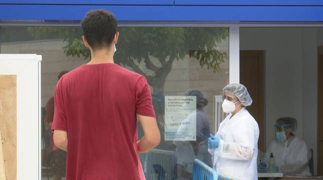 Sanidad realiza pruebas masivas de PCR en Peñíscola (Castellón) por el brote de Covid-19 en una discoteca.