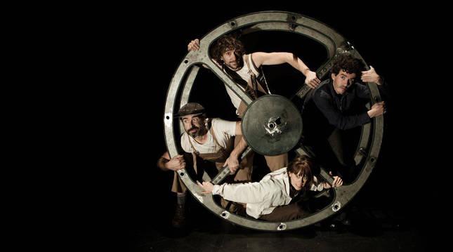 Izaskun Lasarte, Txetxu Collado, Nano Napal y Jorge Cordón forman La Banda Teatro-Circo, que pondrá en escena el espectáculo multidisciplinar Kimera.