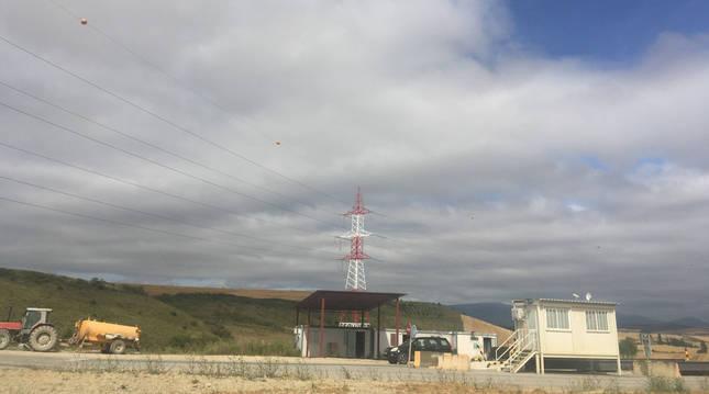 Vista de la entrada a la zona de vertido en Esparza de Galar, todavía en funcionamiento.