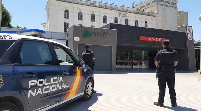 Imagen de dos agentes de Policía Nacional en Alicante.