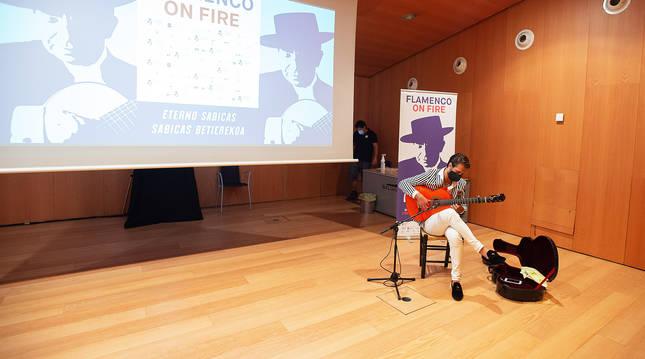 El guitarrista Bruno Jiménez durante la presentación del VII Flamenco on Fire.