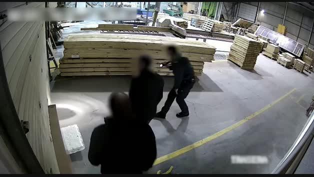 Vídeo en el que se ve el robo de una empresa mediante el procedimiento del butrón