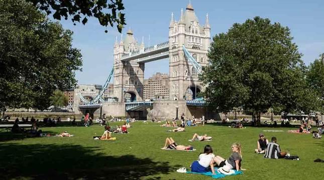 Londres podría cerrar los pubs para asegurar la reapertura de escuelas