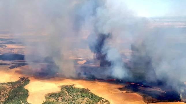 Imagen desde al aire del fuego en Valdepiélagos.