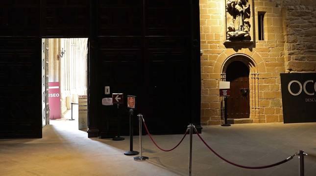 Foto de la entrada al museo de la Catedral de Pamplona.