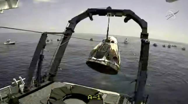 La cápsula con los astronautas de la NASA, en el Golfo de México.