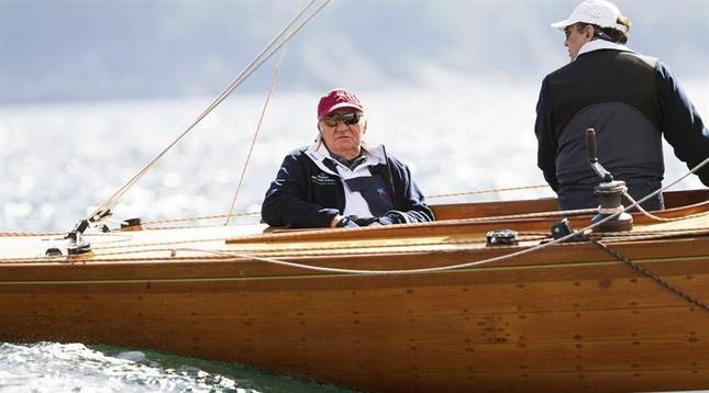 El rey Juan Carlos, navegando en su nuevo Bribón este sábado