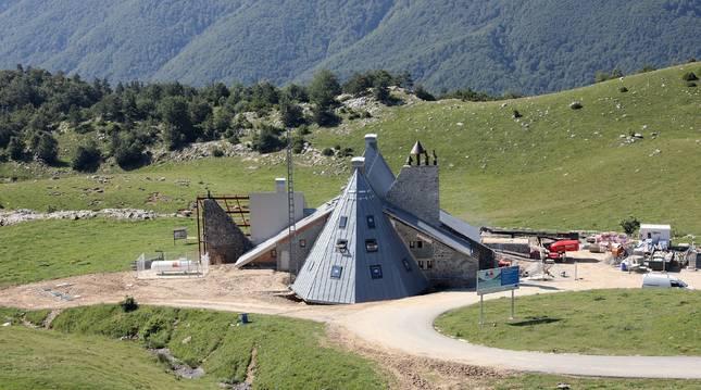 Una vista del erfugio Ángel Olorón a finales de este pasado junio.