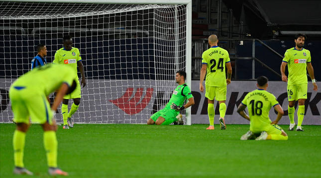 foto de Los jugadores del Getafe se lamentan tras el segundo gol del Inter