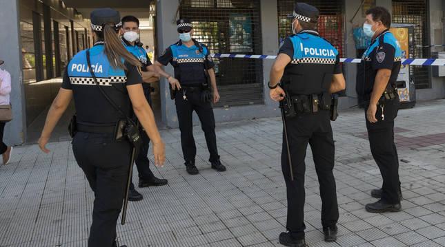 Varios policías locales, durante una reciente intervención.
