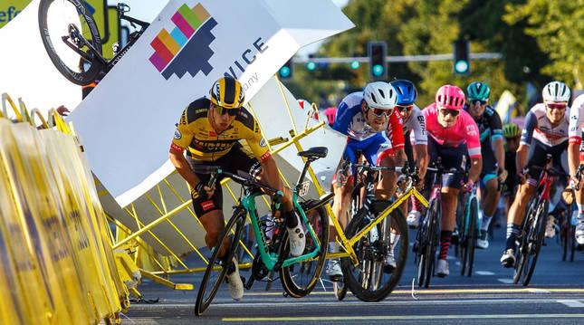Foto del momento de la caída de Fabio Jakobsen en la Vuelta a Polonia.