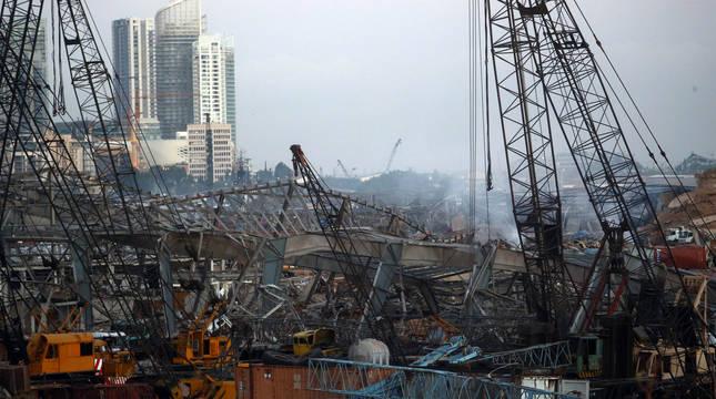 Búsqueda a contrarreloj de los casi cien desaparecidos tras las explosiones en Beirut
