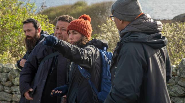La directora de cine gallega Paula Cons Varela, en un momento del rodaje en la isla de Sálvora.