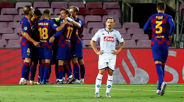 Los jugadores del Barcelona celebran el segundo tanto del encuentro, obra de Leo Messi.