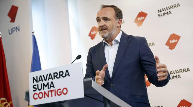 El portavoz parlamentario de Navarra Suma, Javier Esparza, durante la rueda de prensa que ha ofrecido este sábado en Pamplona.