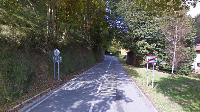 Salida de Bera por la NA-1310 donde un ciclista sufrió una caída.