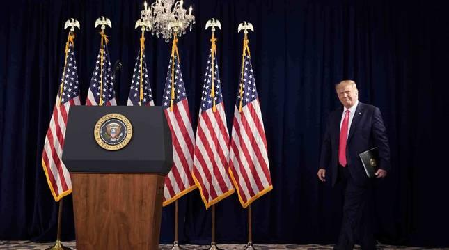 Donald Trump duriante una conferencia en su resort en Bedminster.