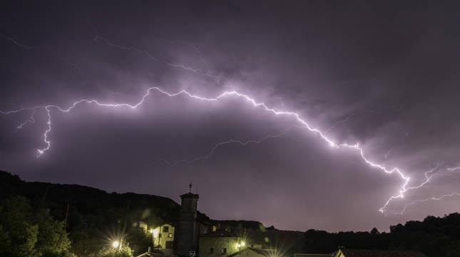 La tormenta de este sábado en Pamplona descargó más de 1.000 rayos sobre la capital navarra