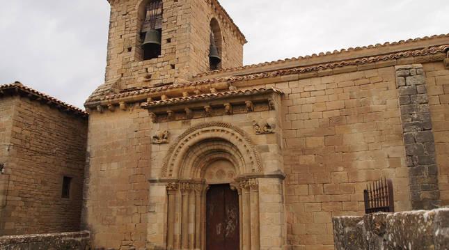 Fachada de la Iglesia de San Martín de Artáiz.