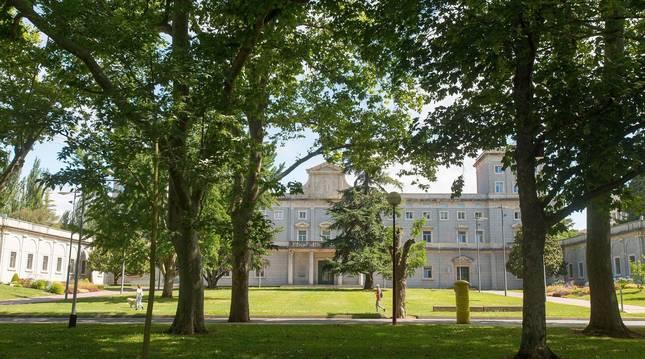 Foto del Edificio Central de la Universidad de Navarra.