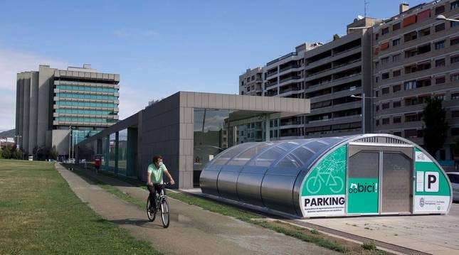 Foto de una zona de aparcamiento de la red 'nbici'.